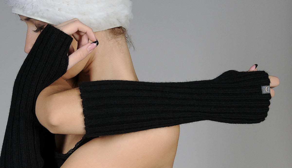 modis thick woolen wristlets